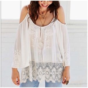 Urban Outfitters • Ecote gemma Cold Shoulder Top